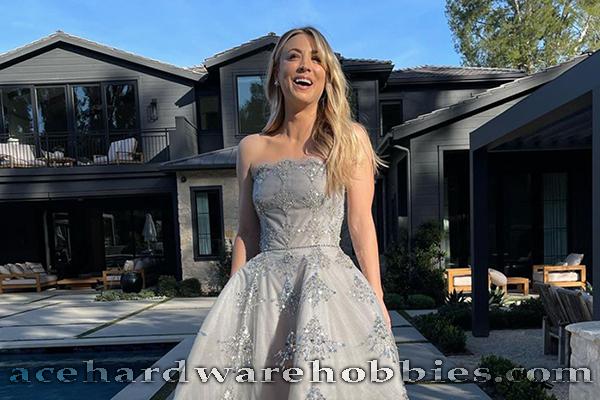 Gaun Selebritis Terbaik dalam Acara Red Carpet Golden Globe Awards 2021